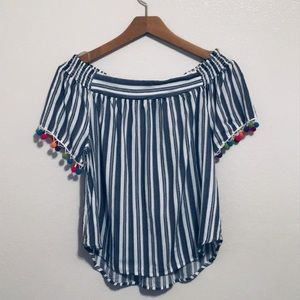 Cutest Lily White Top size M